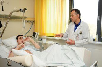 Антон с доктором после первой операции