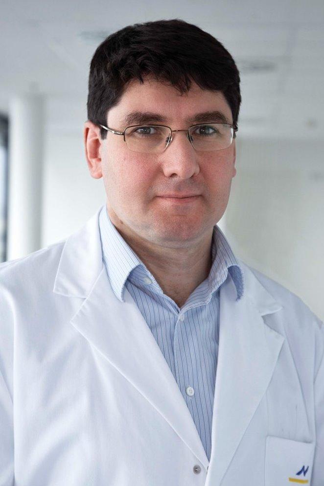 Акин Атмача, торакальный онколог